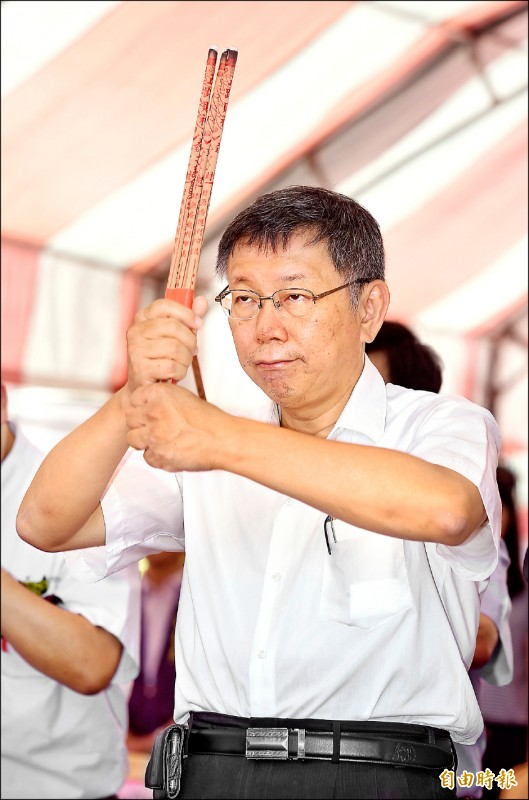 台北市長柯文哲確定將組黨,黨名就叫「台灣民眾黨」,預定8月6日生日當天成立;圖為柯文哲昨參加大直北安段公辦都更案動土。(記者劉信德攝)