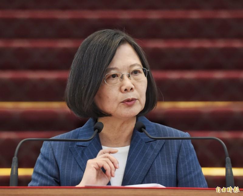 蔡英文總統今表示,把中國觀光客當成政治操作只會讓台灣人民反感,中方此舉是戰略上很大的錯誤,她並透露幾個月前已要求行政部門做好準備。(記者方賓照攝)