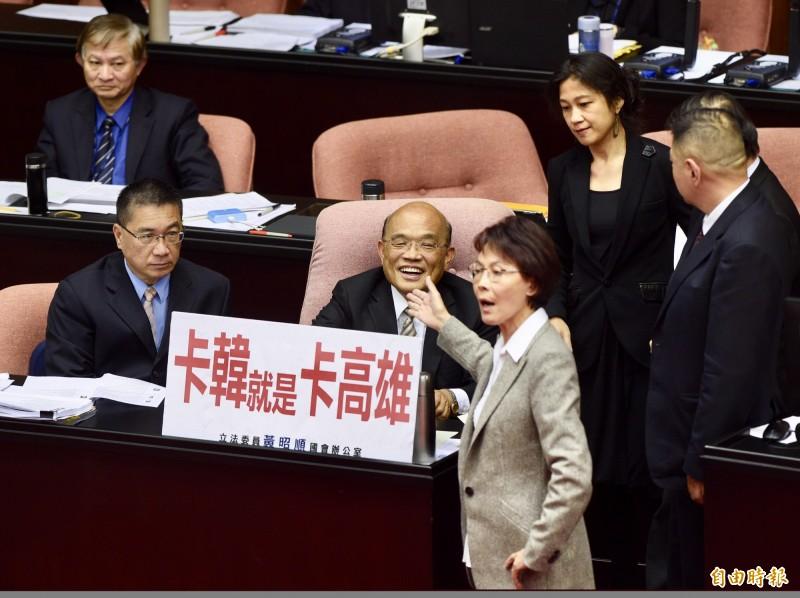 黃昭順昨天在臉書分享蔡政府政策,行政院長蘇貞昌在留言區感謝她分享。(資料照)
