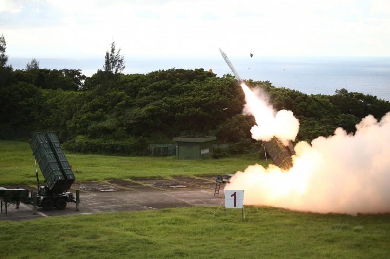 國軍射擊天弓飛彈。(國防部提供)