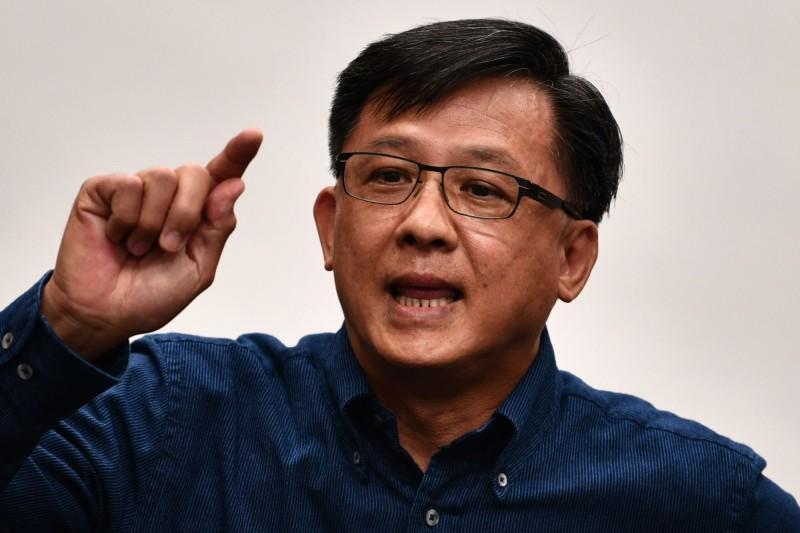 香港立法會親中派議員何君堯今(2)日召開記者會,呼籲警方拘捕、檢控3種人,還點名多位民主派議員,指他們犯了若干罪行。(法新社,資料照)