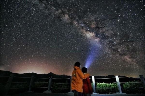 暗空協會在官網正式公告合歡山通過暗空公園認證,成為全台第一座暗空公園。(資料照,清境觀光協會李從秀提供)