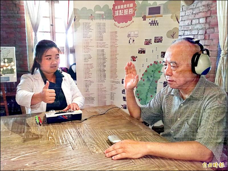 ▲醫師建議,超過50歲的中高齡者應每年接受聽力篩檢。(記者吳亮儀攝)