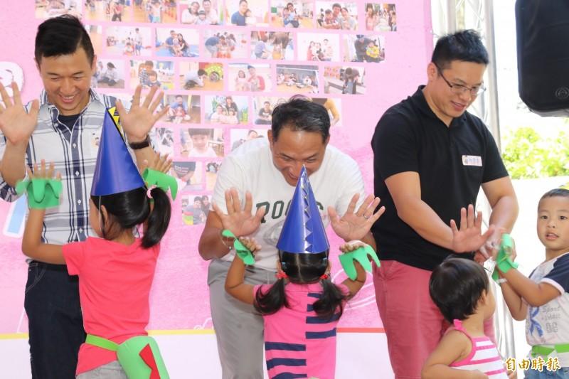 新北市63家公共托育中心親子館將於8月8日辦理免費父親節主題活動。(資料照,記者周湘芸攝)