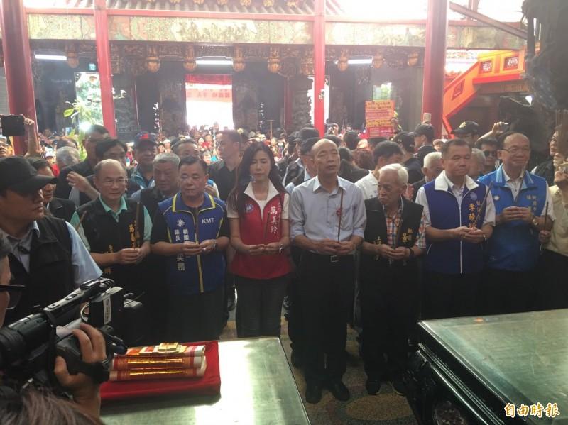 國民黨總統參選人韓國瑜到桃園景福宮參香。(記者謝武雄攝)