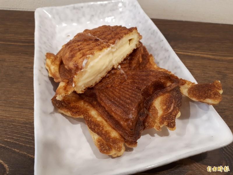 用手工攪拌的卡士達醬口味鯛魚燒,可以吃到Q嫩的卡士達味道,滑嫩的口感,讓人回味無窮。(記者洪美秀攝)