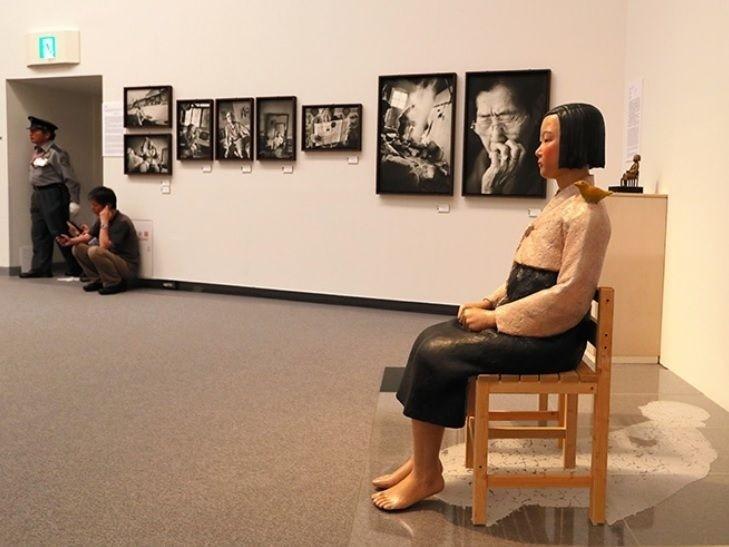 在日本愛知國際藝術祭中遭撤展的南韓慰安婦少女塑像。(圖擷取自網路)