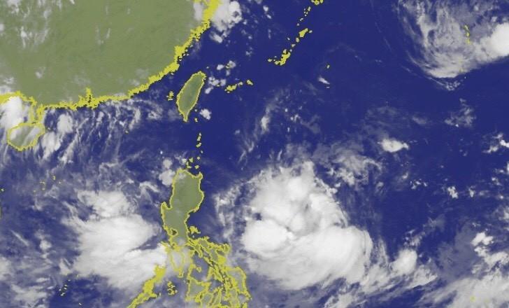 氣象局衛星雲圖顯示,準颱風「利奇馬」在菲律賓東邊海上持續發展。(圖擷取自中央氣象局)