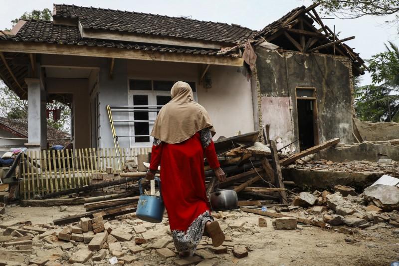 印尼強震使200多棟建築物遭到破壞。(歐新社)