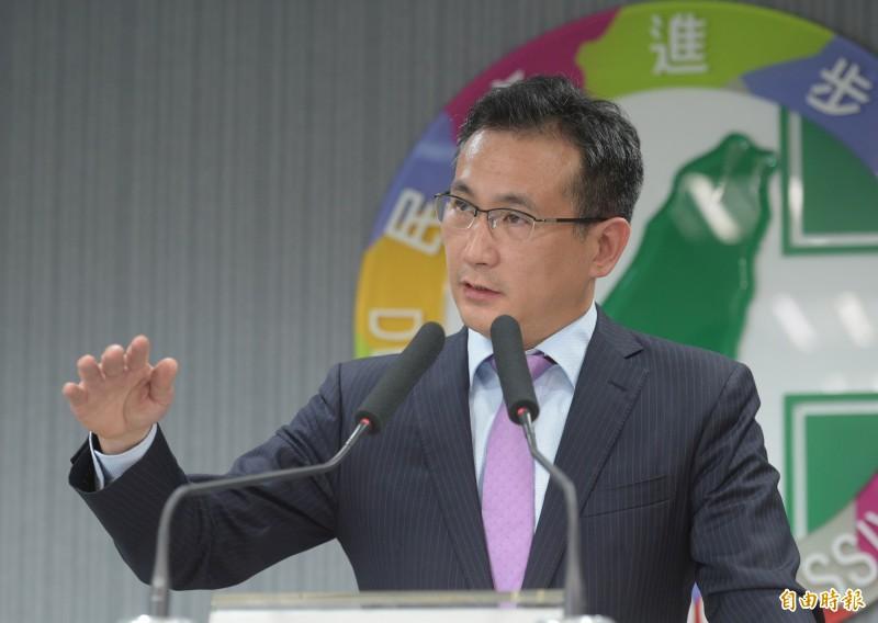 針對台北市長柯文哲以桃機第三航廈流標為例,批評「台灣空轉」、「政治力介入」,民進黨桃園立委鄭運鵬發文駁斥。(資料照)