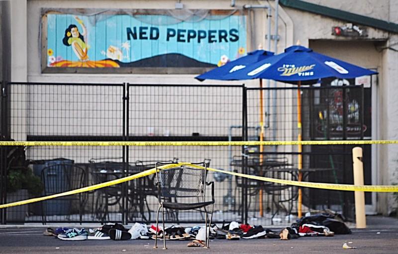 俄亥俄州代頓市(Dayton, Ohio)的Ned Peppers酒吧傳大規模槍擊,造成至少9死26傷,兇手已當場被擊斃。(美聯社)