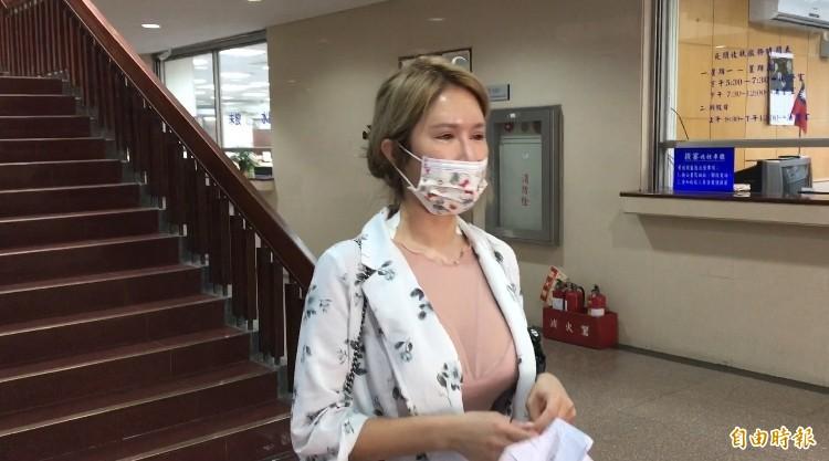 辛尤里今到法院開庭,被法官問到哭。(記者張文川攝)