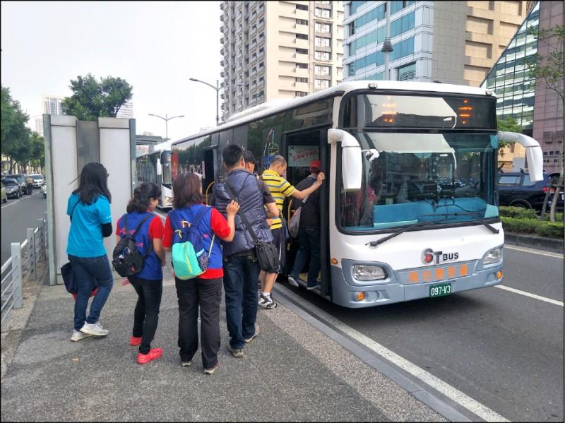 為推動2030年公車全面電動化,交通部近日通過「公路公共運輸補助電動大客車作業要點」。(資料照)