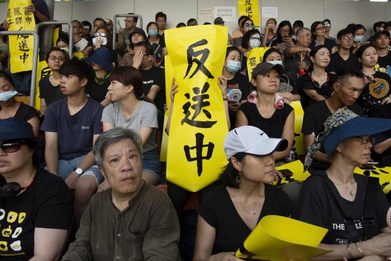 港人5日發起罷工、罷市、罷課行動,並在多個地區舉行集會。(歐新社)