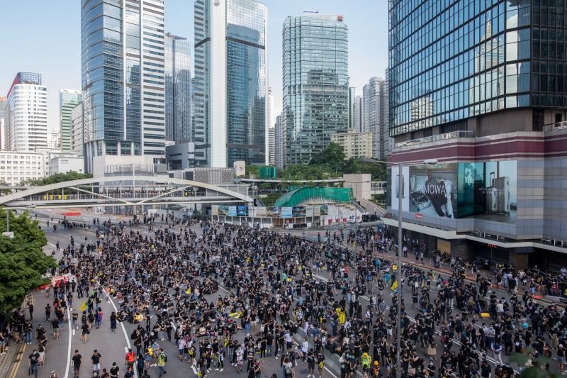香港反送中抗爭持續進行,陶傑認為主控權一直都在林鄭手上,就看她是否替香港利益著想。(彭博社)