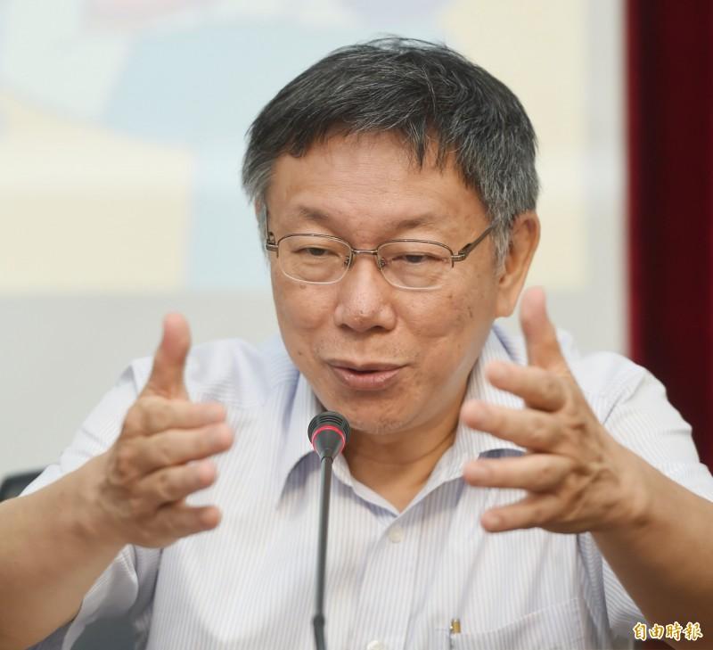 台北市長柯文哲5日出席「助妳好孕3.0—我們的孩子,我們一起養」記者會,說明市府的育兒補助政策。會後,柯文哲接受媒體採訪。(記者方賓照攝)