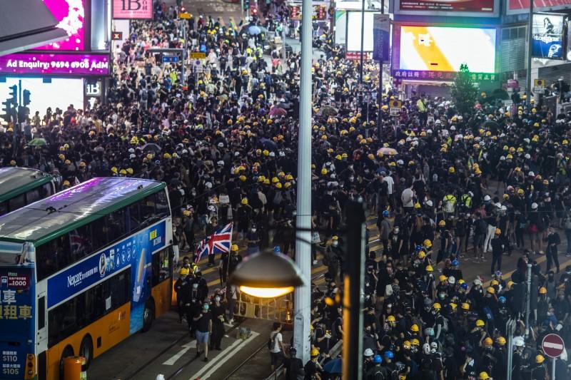 香港反送中今天起全港大三罷抗爭,圖為8月4日銅鑼灣示威。(彭博)