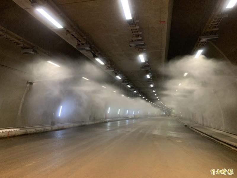 蘇花改仁水隧道今展示水霧自動系統。(記者王峻祺攝)