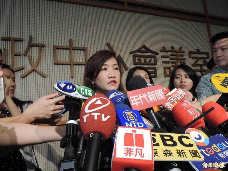 高雄市新聞局長王淺秋傍晚回應,並沒有要求公務員畫押,流出的會議紀錄資料只是「簽到」。(資料照)