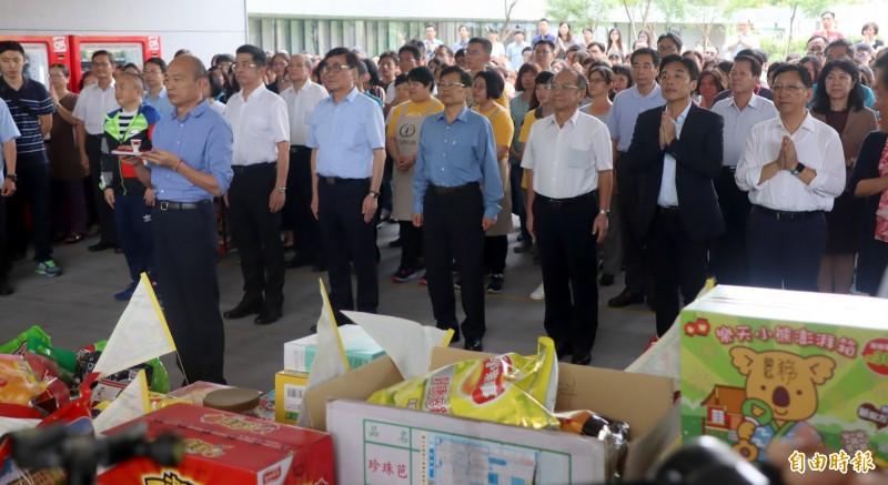 高雄市長韓國瑜今於市府中元普渡活動唸起《般若波羅蜜多心經》。  (記者陳文嬋攝)
