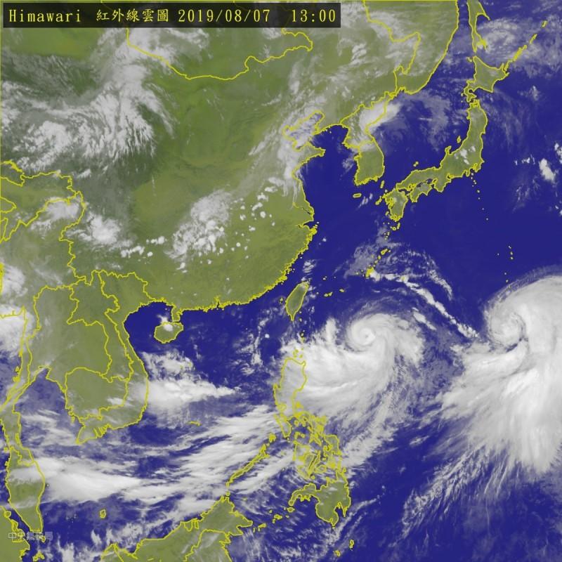 利奇馬颱風移動速度依然緩慢,氣象局原定下午2點30分發布海警,目前決定暫時延後。(中央氣象局)