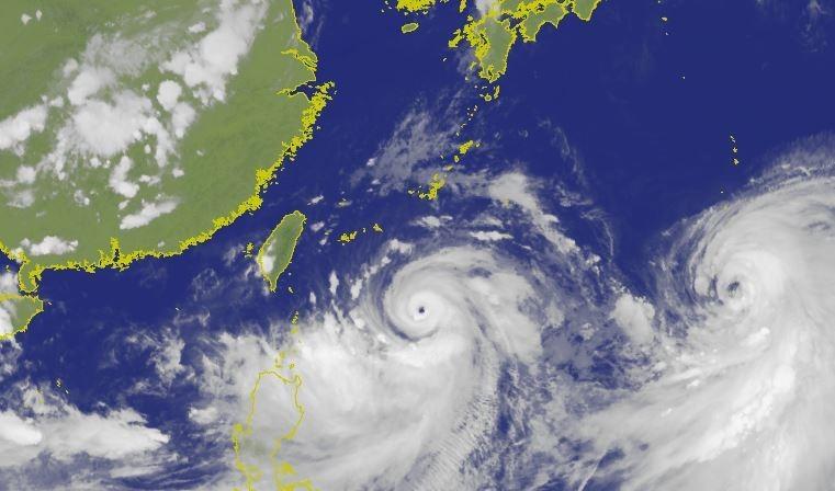 颱風利奇馬持續逼近台灣,中央氣象局已發布海上颱風警報。(圖擷取自中央氣象局)