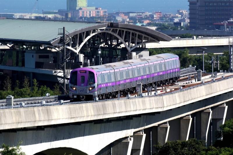 桃園機場捷運為了確認行車安全,從A12機場第一航廈站、A1台北車站、A21環北站發出的首班車,都延後發車。 (桃捷公司提供)