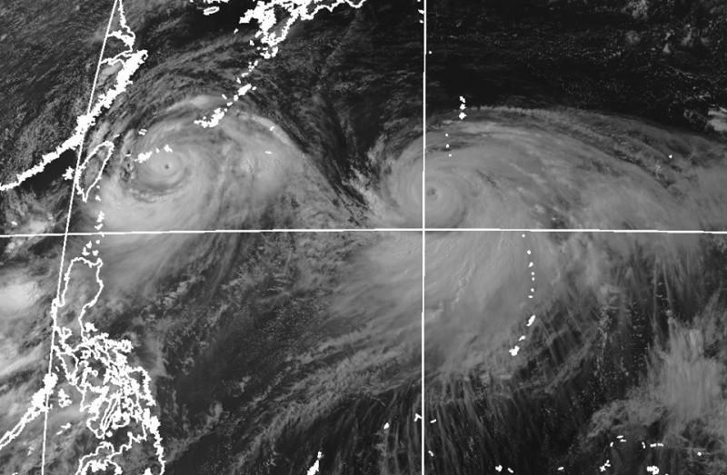 鄭明典在臉書指出,利奇馬與柯羅莎2颱風都長大了。(圖擷取自鄭明典臉書)