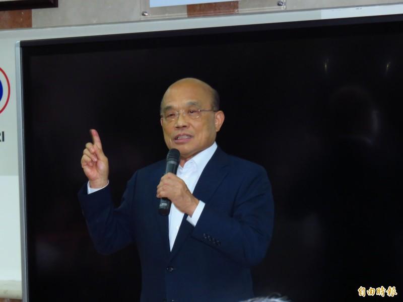 行政院長蘇貞昌趕往應變中心了解地震及颱風的整備情形。(資料照)