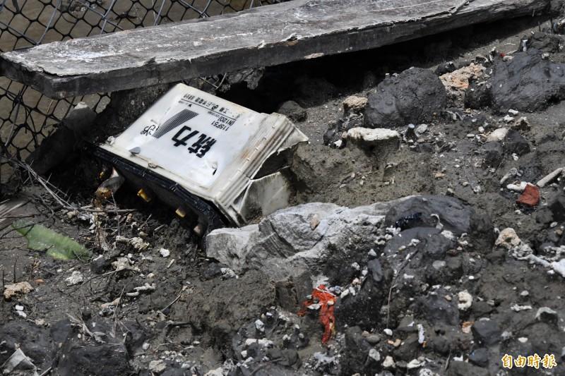 民眾對公園填漁港底泥,有各種廢棄物有疑慮。(記者蔡宗憲攝)