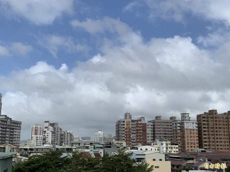 沒放颱風假,台中市今早的天氣讓盧秀燕市府鬆了一口氣。(記者唐在馨攝)
