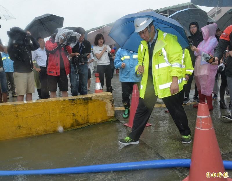 台北市長柯文哲9日赴北部流行音樂中心南基地工區,視察「利奇馬」颱風防颱整備情形。(記者張嘉明攝)