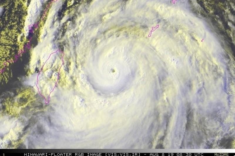 美國氣象專家形容利奇馬颱風是「非常危險的風暴」。(圖擷取自NOAA)