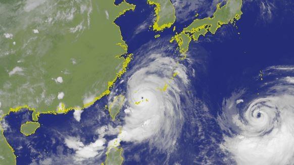 利奇馬颱風維持強烈颱風強度,朝台灣東北方海面向西北方移動。(圖擷取自中央氣象局)