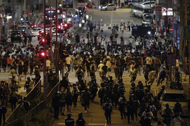 香港反送中(見圖)示威活動頻繁,加拿大提升旅遊警示。(美聯社檔案照)