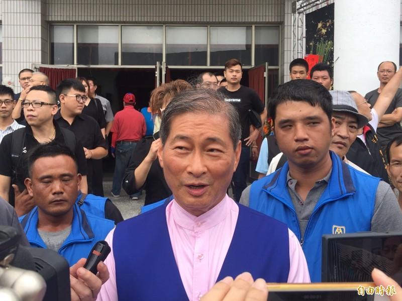 中華統一促進黨總裁張安樂接受媒體訪問,強調總統大選支持韓國瑜。(記者蔡宗勳攝)