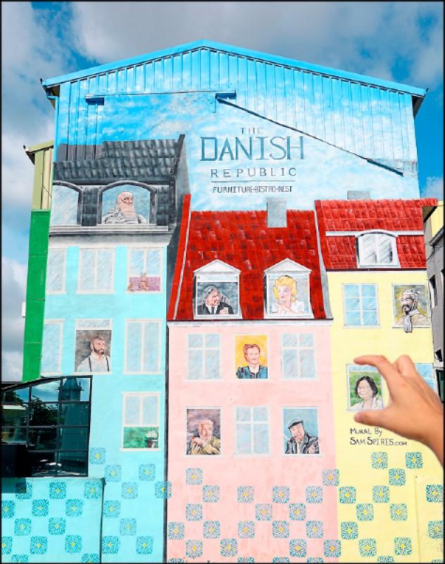 藏在台南巷弄裡的The Danish Republic彩繪牆,藉由藝術家巧手將哥本哈根的街屋景象搬來台灣。(記者李惠洲/攝影)