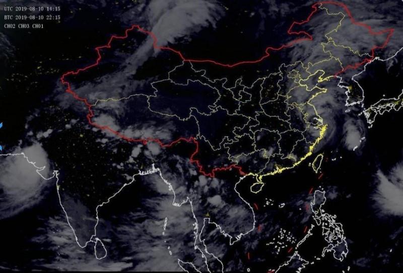 根據中國氣象局報導,利奇馬颱風已慢慢的穿過浙江省,目前位於江蘇省金庭鎮太湖境内,預計將已每小時20公里左右的速度向偏北方向移動,強度也將緩慢減弱。(擷取自中國氣象局)