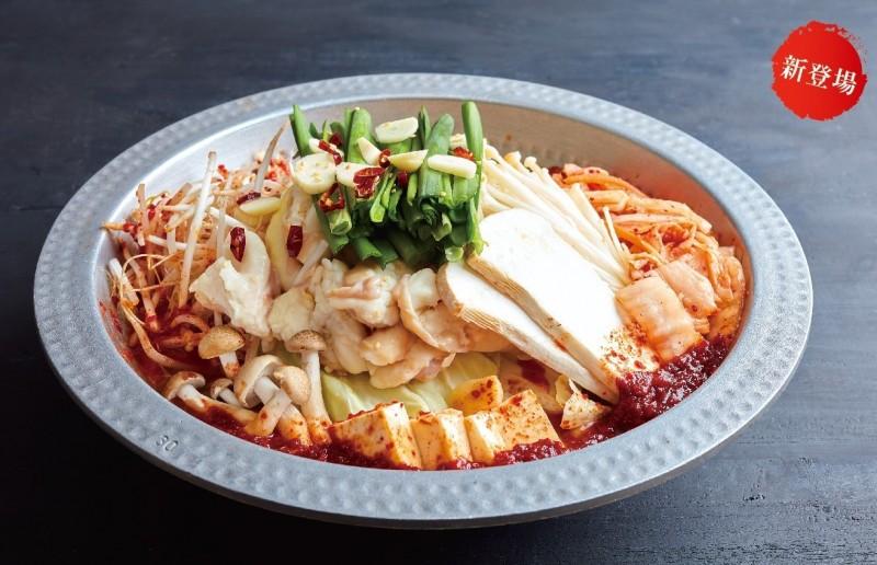 「博多華味鳥」以擁有日本百年歷史的「水炊鍋」著名。(圖翻攝自博多華味鳥台北忠孝店)