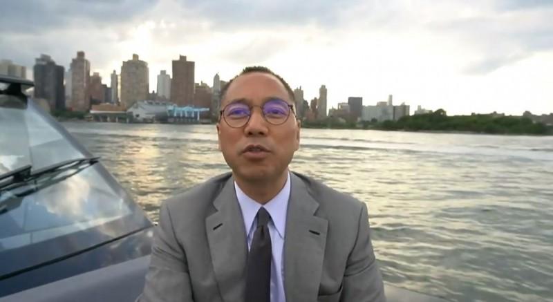 自稱滅共者的中國富商郭文貴10日爆料,從8月4日起,中國已經派至少7萬名便衣潛入香港,甚至到12日為止,潛入香港的中國安全部隊人數絕對不會低於12萬人。(圖擷取自YouTube)