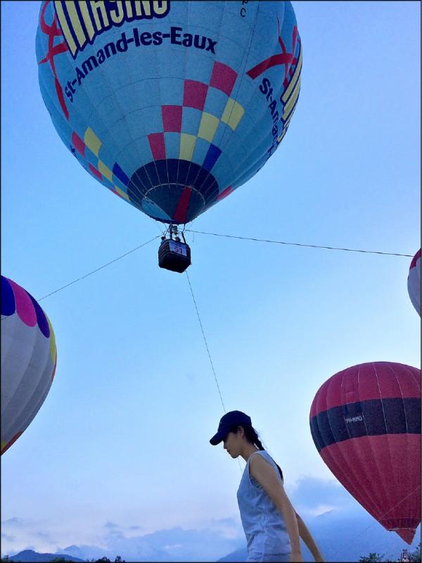 在熱鬧的熱氣球現場,也能拍出寧靜氛圍。(圖片提供/噹啷女孩)