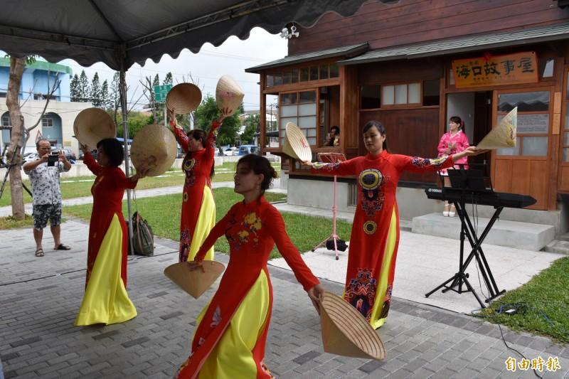 新住民表演越南傳統舞蹈。(記者林國賢攝)