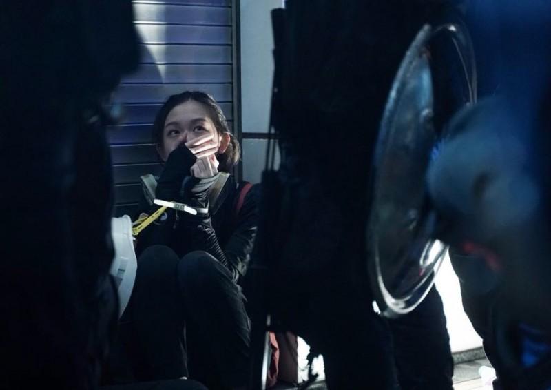 警方再度於彌敦道清場,多人遭到速龍小隊圍捕。(圖擷取自Telegram_香港眾志)