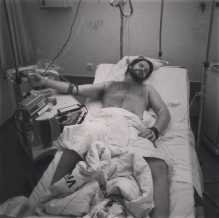 男子波勒里斯服用威爾剛,床戰時還在那話兒注射增強劑,導致陰莖異常勃起兩日不消,送醫救治。(圖擷取自Instagram「dannypolaris」)