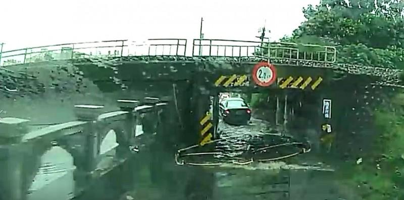 彰化市涵洞又淹水了。(記者劉曉欣翻攝)
