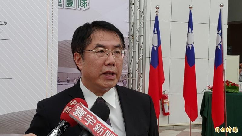 台南市長黃偉哲表示,他正面看待扁賴會,這有助於本土陣營的團結。(記者蔡文居攝)
