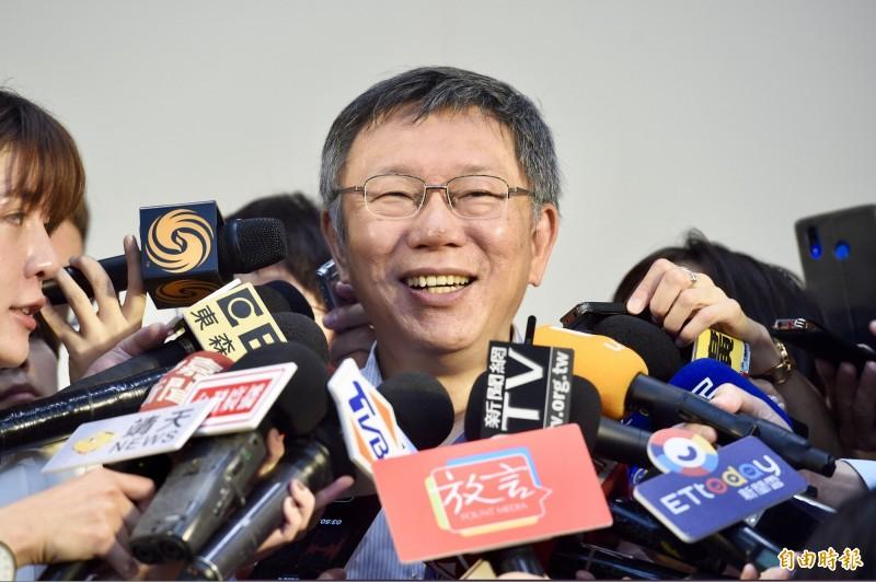 台北市長柯文哲昨稱他聽到很多公股銀行的董事長,每人要去募選舉經費幾十億元,被綠營要求若提不出證據,請向相關人道歉,柯今受訪時嗆回,不要老是玻璃心一大堆。(記者羅沛德攝)