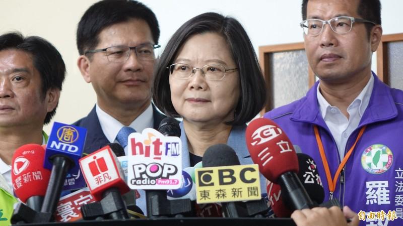 總統蔡英文今日前往視察捷運萬大線二期工程表示,台灣人要對民主有信心,也要堅定共同守護台灣的主權。(記者叢昌瑾攝)