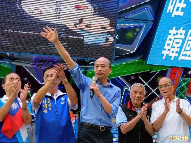 韓國瑜(圖中)辦公室想興訟告前立委陳宏昌,律師皇帝穎警告恐涉誣告罪。(資料照)