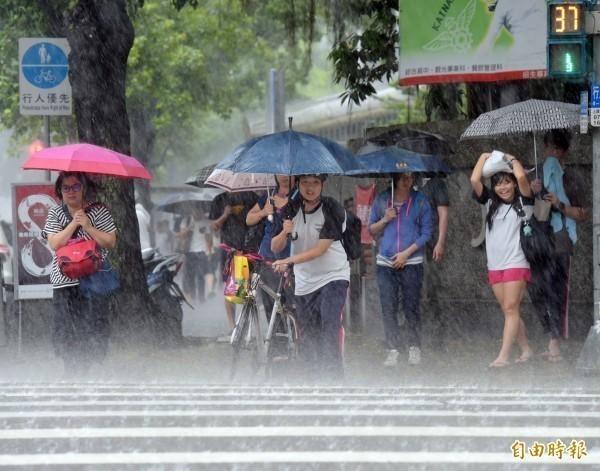 受西南風持續影響,中南部未來一週持續有雨,同時也須注意大規模閃電雷擊。(資料照)